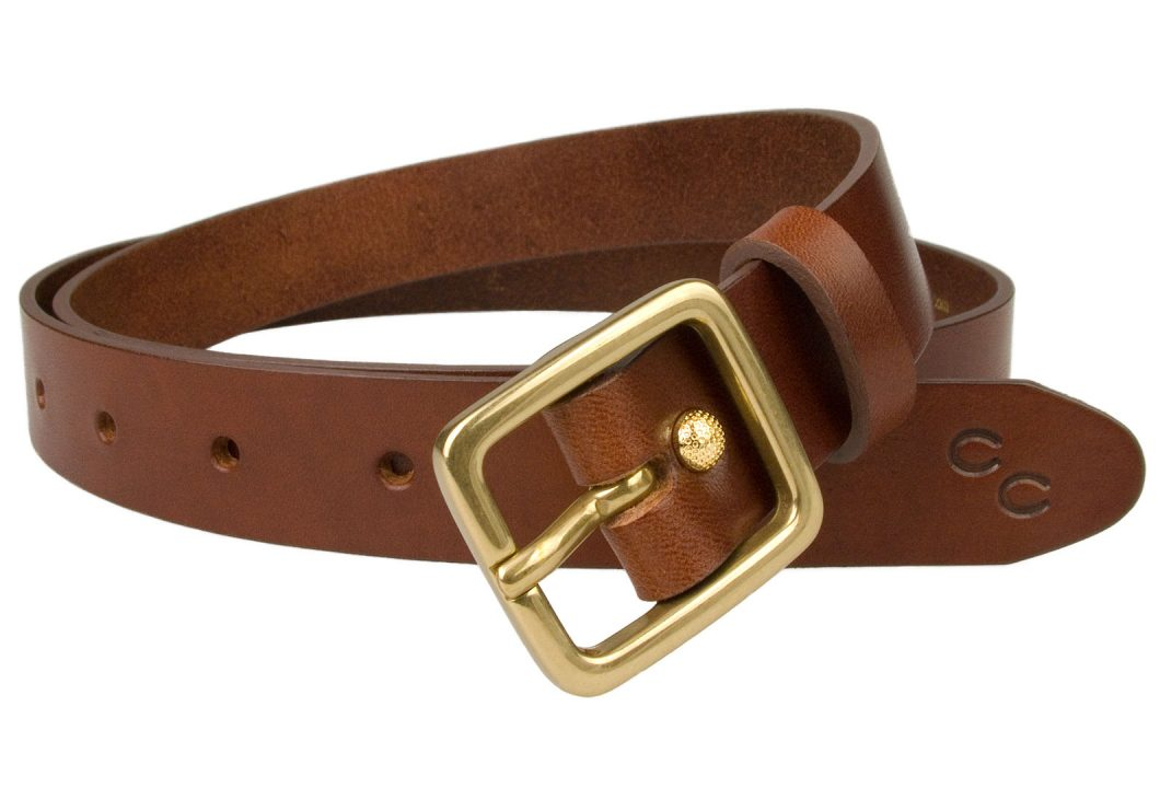 Champion Chase ™ Leather Belt Light Chestnut 2.5 cm Wide. High quality 1 inch wide ladies leather belt. Italian vegetable tanned leather and solid brass buckle. Made in UK by British Craftsmen. Free sliding loop to ensure a flush finish when worn with dresses or loose top. However this belt looks super with smart or casual trousers. Comes with the Champion Chase™ double horse shoe motif.