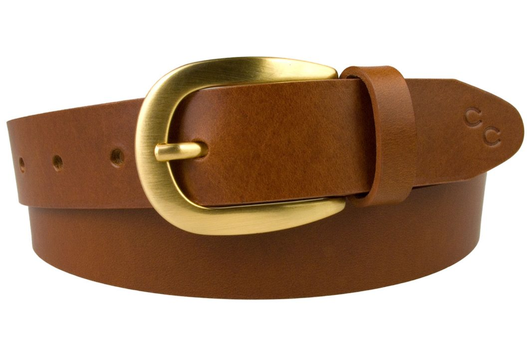 Womens Tan Leather Belt With Brushed Gold Buckle. Made In UK By British Craftsmen. High Quality Italian Full Grain Vegetable Tanned Leather. High Quality Hand Brushed Gold Plated and Lacquered Buckle. 3cm Wide. Champion Chase Horse Shoe Motif to Tip of belt.